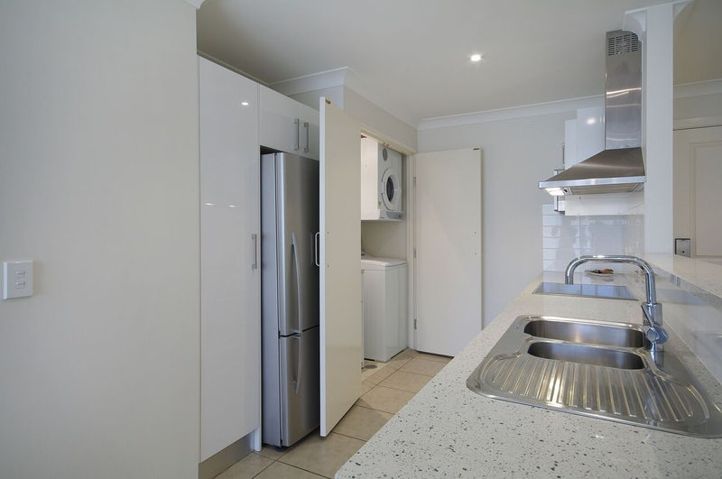 Port Macquarie Two Bedroom Apartment Kitchen Macquarie Waters