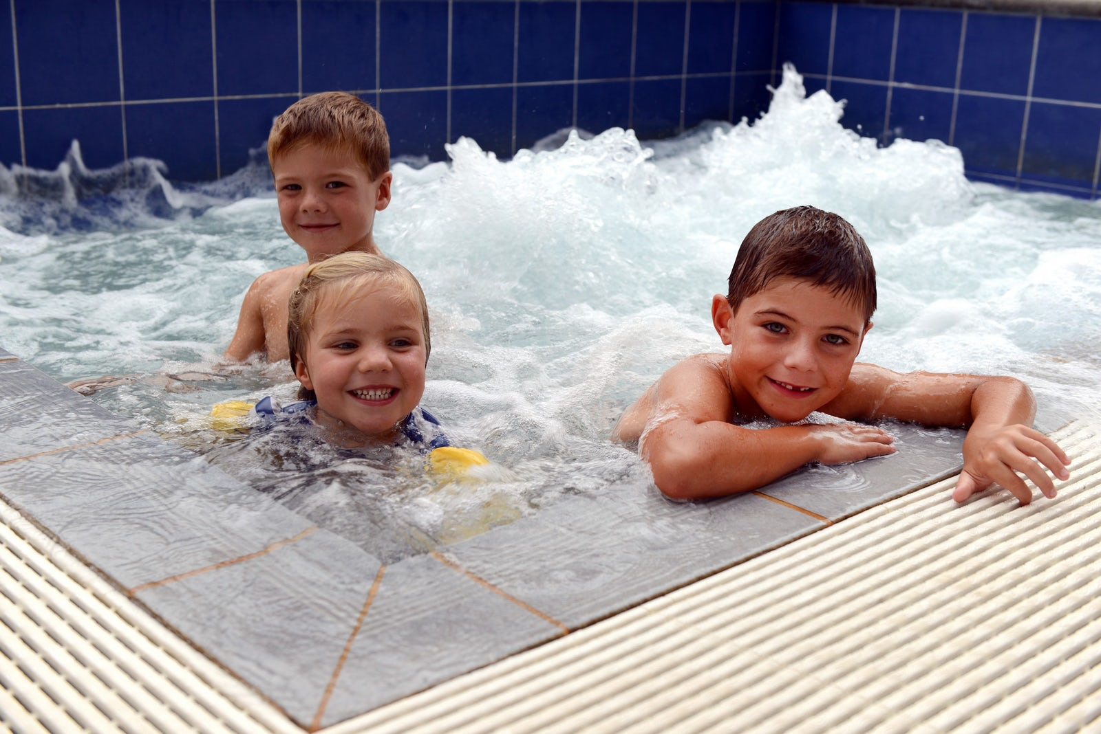 Hotel Pool with kids swiiming at Macquarie Waters Hotel