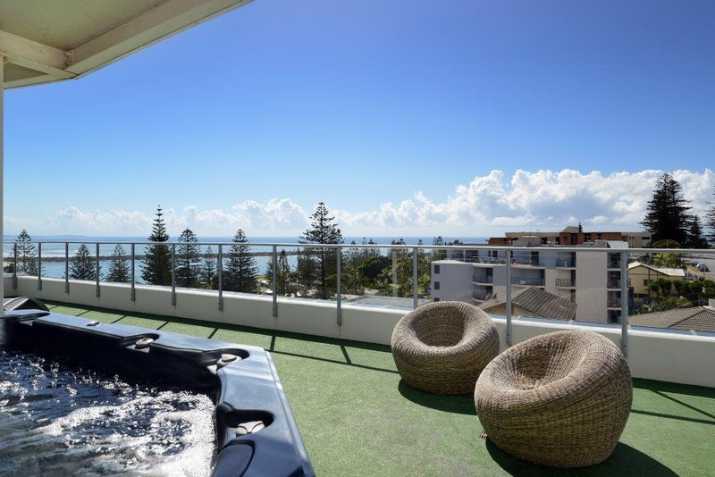 Macquarie Waters Rooftop Spa with Coastline View
