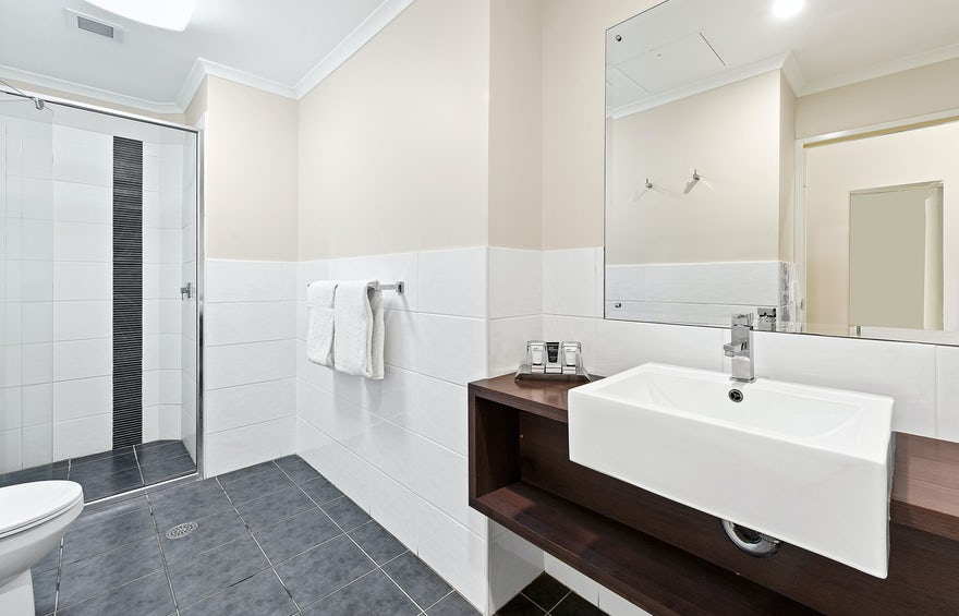 large bathroom with amenity