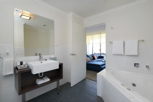 two bedroom port macquarie corporate accommodation at macquarie waters boutique apartments